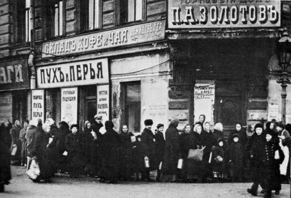 Petrograd-1917-Ocheredi