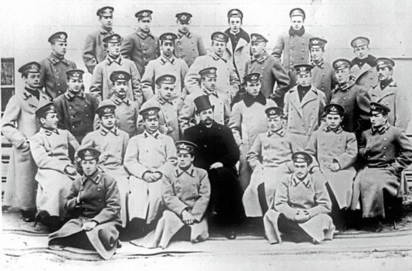 Annenskii-sredi-uchashhihsya-TSarskoselskoi-gimnazii