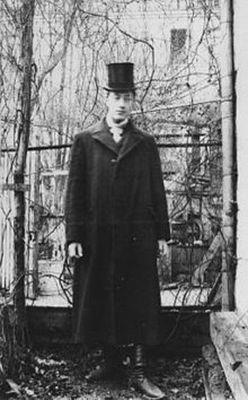 Gumilev_Parizh_1906_g